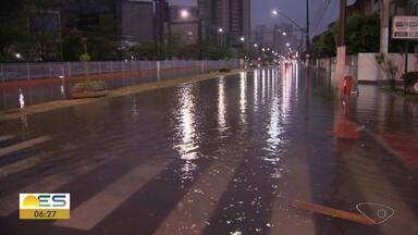 Telespectadores relatam alagamentos na Grande Vitória - Dia começou com chuva forte.