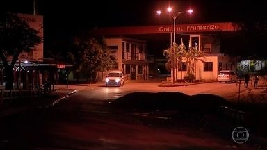 Fronteira entre Brasil e Bolívia em Corumbá (MS) é reaberta na noite desta quarta (13) - Durante três semanas, manifestantes contrários a Evo Morales impediram a passagem de veículos entre os dois países. Segundo a Associação Comercial de Corumbá, o prejuízo para os comerciantes brasileiros passou de R$ 6 milhões.