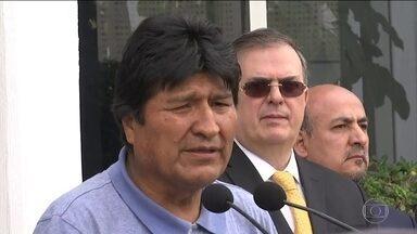 Senadora que assumiu o poder na Bolívia começa governo em meio a comemorações e protestos - Depois de sessões no Senado e na Câmara sem quórum, senadora se declarou presidente e prometeu convocar eleições. Deputados e senadores do MAS, de Evo Morales, alegaram que tentaram participar das sessões, mas foram impedidos de chegar por causa dos bloqueios de opositores nas estradas. Posse de Jeanine Añez e a crise política na Bolívia também dividem os países da OEA.