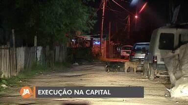Mãe é morta e filho fica ferido em ataque a tiros em Porto Alegre - Vítimas dormiam quando um homem armado entrou na casa da família.