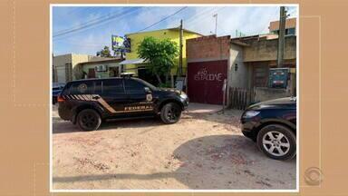 PF faz operação contra tráfico internacional de drogas e armas em quatro cidades do RS - Os 23 mandados de busca e quatro de prisão preventiva estão sendo cumpridos em São José do Norte, Rio Grande, Chuí e Porto Xavier.