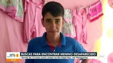 Bombeiros voluntários fazem busca no Rio Itajaí-Açu para encontrar menino desaparecido - Bombeiros voluntários fazem busca no Rio Itajaí-Açu para encontrar menino desaparecido