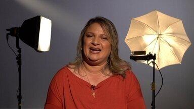 A história de vida da taxista Verônica Araújo - Conheça o retrato da taxista Verônica Araújo. Carioca, 43 anos, casada pela terceira vez e mãe de três crianças.