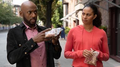 Sem Coleira - A crescente tensão entre Gary com Maggie vem à tona quando ela acidentalmente deixa Colin fugir. Enquanto isso, Delilah consegue se abrir com Andrew.