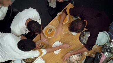 Os chefes correm para entregar os pratos dentro do prazo - Acabou o tempo! Será que todos os time conseguiram entregar seus pratos a tempo?