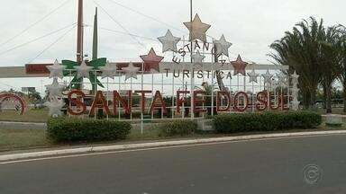 Santa Fé do Sul inaugura decoração de Natal com produtos recicláveis - Santa Fé do Sul inaugura decoração de Natal