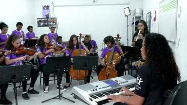 CompartilheRS: Pequena Casa da Criança oferece outro futuro para crianças e jovens - Brenda, de 16 anos, ganhou novos sonhos ao ingressar na orquestra da escola.