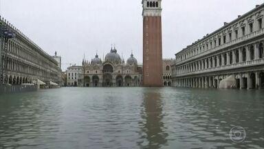 Água volta a subir em Veneza e vários pontos da cidade são interditados - Prefeito interditou a Praça de São Marcos, a basílica e o Palácio Ducal, que recebem o maior número de visitantes.