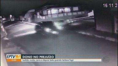 Ladrão furta carro, dirige na contramão e causa acidente em Serra Azul, SP - Câmera registrou veículo batendo em caminhonete e motorista fugindo a pé.