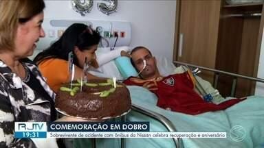 Sobrevivente de acidente com ônibus da Nissan celebra aniversário em hospital de Resende - Thiago fez 35 anos. Para celebrar, amigos, parentes e funcionários preparam uma festa surpresa.