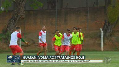 Após garantir permanência na Série B, Guarani dará chance para jogadores com menos jogos - Após escapar matematicamente do rebaixamento, técnico anunciou que alguns atletas terão oportunidades nas duas últimas rodadas do campeonato.