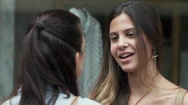 Leila confessa a Cida que está apaixonada por Filipe - Ela afirma que vai conseguir conquistar o filho de Lígia e Cida se preocupa