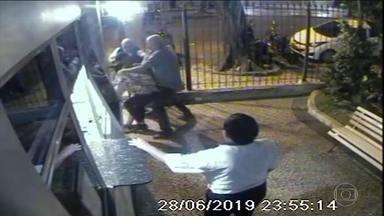 MP-RJ denuncia quatro pessoas após agressões homofóbicas em bar na Zona Sul do Rio - Quatro homens foram denunciados pelo Ministério Público do Rio, suspeitos de terem agredido um homem e duas mulheres em junho de 2019. O motivo foi homofobia, segundo a promotoria responsável pelo caso, que aconteceu no Flamengo, Zona Sul do Rio.