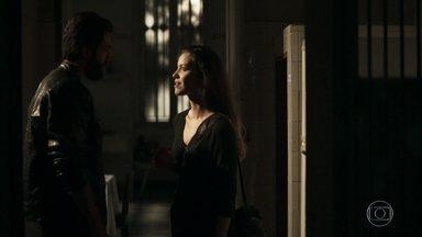 Após anoitecer Fabiana foge com Rael - Madre questiona e critica Fabiana
