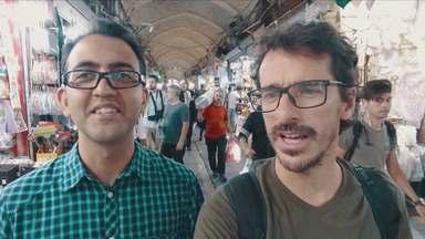 Vozes do Irã - Em meio à crise econômica, sanções e protestos, André Fran, Felipe UFO, Michel Coeli e Rodrigo Cebrian viajam pelo Irã em um dos momentos mais conturbados da história do país.