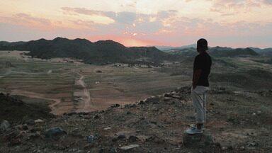Arábia Saudita: belezas naturais - Em Jedá, os meninos conhecem as belezas naturais do mar Vermelho. No deserto, eles se impressionam com as paisagens espetaculares, que são proibidas para o turismo.