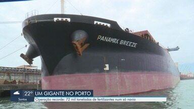 Navio chega ao Porto de Santos com recorde de carregamento de fertilizantes - Embarcação transportava mais de 72 mil toneladas de fertilizantes.
