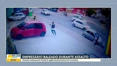 Empresário é baleado durante assalto - Homem estava em frente à agência bancária em Louveira, na região de Campinas.