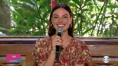 Ana Maria anuncia Isis Valverde que irá falar sobre sua personagem em 'Amor de Mãe' - A apresentadora mostra também um pouco do interior dos cenários nos novos estúdios da 'TV GLOBO'