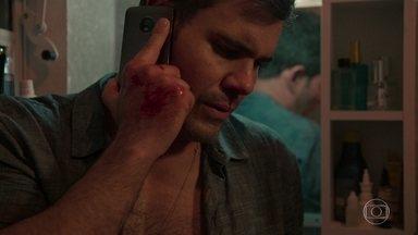 Magno descobre que pegou o celular de Genilson por engano - Lurdes apoia o filho, mas o proíbe de ir até a delegacia