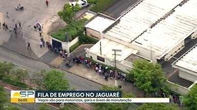 Fila de emprego na Zona Oeste de São Paulo atrai milhares de candidatos - Duas mil pessoas passaram pela seleção nesta terça-feira (26) e o processo continua nesta quarta-feira (27).
