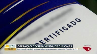 Sete são presos em operação do MP-ES contra fraude no fornecimento de diplomas - Um homem, intermediário do esquema, é considerado foragido da Justiça. Também foram cumpridos 12 mandados de busca e apreensão.