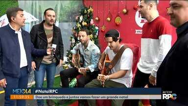 Meio-Dia Paraná recebe muitas visitas para a campanha de Natal - Banda Senhor Banana traz presentes para a campanha que está arrecadando brinquedos para doação.