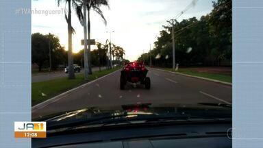 Veículo utilizado para competição de rally é visto transitando pelas ruas da capital - Veículo utilizado para competição de rally é visto transitando pelas ruas da capital