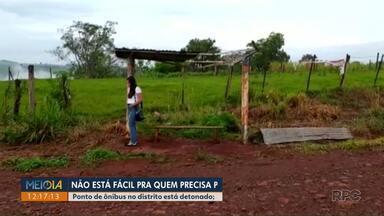 Ponto de ônibus do Distrito de Paiquerê está detonado - Moradores que precisam do serviço e estão encarando essas dificuldades pedem providências.
