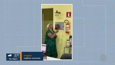 Paciente comemora vitória contra o câncer tocando sino em hospital - Maria do Desterro faz tratamento contra câncer de mama e comemorou resultado de exames