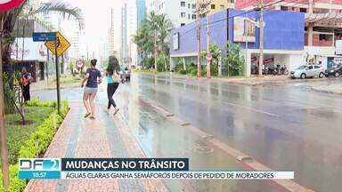 Detran coloca semáforos em faixas de pedestres de Águas Claras - O pedido foi pelos moradores, que reclamavam da insegurança de atravessar nas faixas de pedestres.