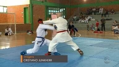 Santa Cruz sedia 7° Campeonato Estadual de Karatê Shotokan - Ao todo, 60 categorias disputaram a competição.