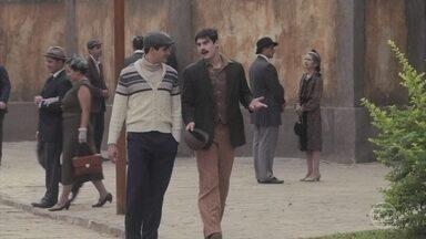 Alfredo fala com Lúcio sobre seu sentimento por Marion - Ele conserta o caminhão de Afonso, que comenta a saudade que sente da filha