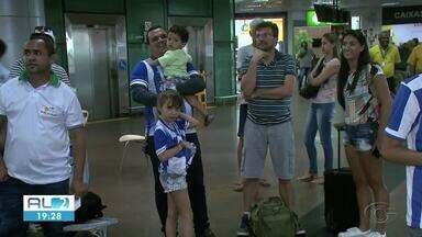 CSA desembarca em Maceió após a vitória contra o Cruzeiro. - Vitória deu sobrevida ao time que ainda luta contra o rebaixamento.