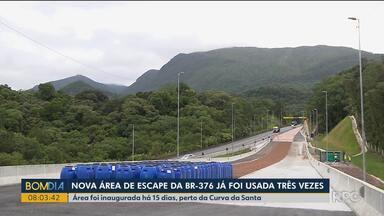 Áreas de escape ajudam a evitar acidentes na BR-376 - Duas delas estão instaladas na descida da Serra, próximo a Curva da Santa.