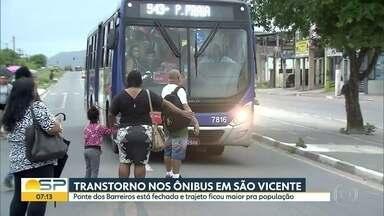Transtorno para os passageiros de ônibus em São Vicente - Com a Ponte dos Barreiros interditada, trajeto ficou maior para a população