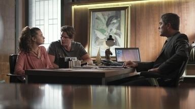 Rui insiste que Rita procure Isaura junto com ele - O advogado pede que a jovem mantenha a estratégia em segredo