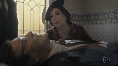 Júlio é levado para o hospital de ambulância - Alfredo tenta tranquilizar Lola e garante à mãe que encontrará Júlio. Emílio pede que Higino traga a sobrinha para o hospital
