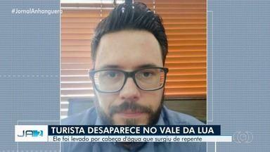 Bombeiros fazem busca de turista desaparecido na Chapada dos Veadeiros, em Goiás - Ele desapareceu depois de ser surpreendido por um grande volume de água que desceu de repente.