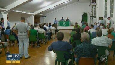 Sócios decidem por permanência do Conselho de Administração no Guarani - Ricardo Moisés e outros quatro integrantes do CA seguem à frente do clube até a próxima eleição.