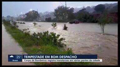 Chuva causa transtornos em Bom Despacho e Prefeitura anuncia reparos emergenciais - Segundo o Corpo de Bombeiros, foram registradas cerca de 14 ocorrências de alagamento em residências. Não houve vítimas