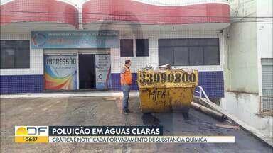 Produto químico vaza de container em Águas Claras - Segundo o Corpo de Bombeiros, a substância é tóxica e inflamável. Normalmente, é usada em impressoras.