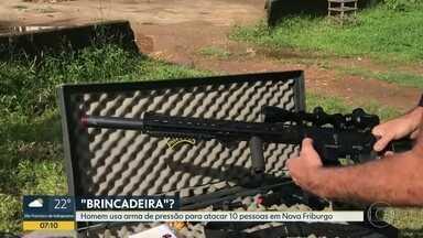"""Homem usa arma de pressão para atacar 10 pessoas em Nova Friburgo - Homem confessou crime na delegacia e disse que tudo não passava de """"brincadeira""""."""