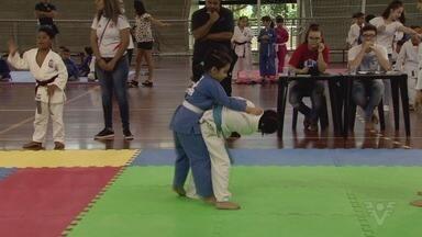 Mais de 100 atletas participam do 31º Festival de Judô do Sesc de Santos - Judocas de várias idades marcaram presença no torneio.