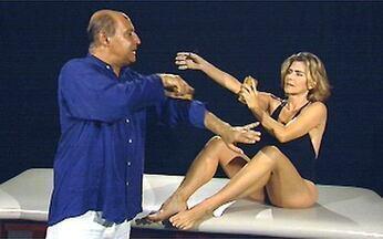 Veja a aula completa de Ivaldo Bertazzo com Maitê Proença - O coreógrafo mostra um jeito simples de ativar a circulação: a escovação