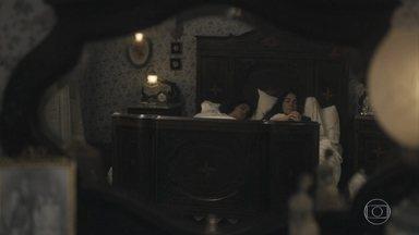 Clotilde e Isabel passam a noite com Lola - Lola não consegue pregar o olho pensando na sua situação