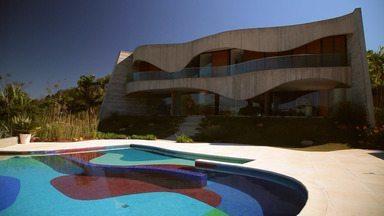 Ruy Ohtake - Personagem consagrado da arquitetura brasileira, Ruy Otake cria projetos ousados e surpreendentes com formas e cores vibrantes.