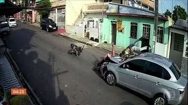 Motorista atropela dois assaltantes em Manaus (AM) - Imagens impressionantes foram registradas por câmeras de segurança.