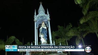 Fiéis sobem morro no Recife para prestar homenagens à Nossa Senhora da Conceição - Santuário na Zona Norte do Recife ficou lotado na véspera da festa.