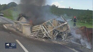 Carreta pega fogo e interdita pista da Fernão Dias, em Perdões, MG - Carreta pega fogo e interdita pista da Fernão Dias, em Perdões, MG